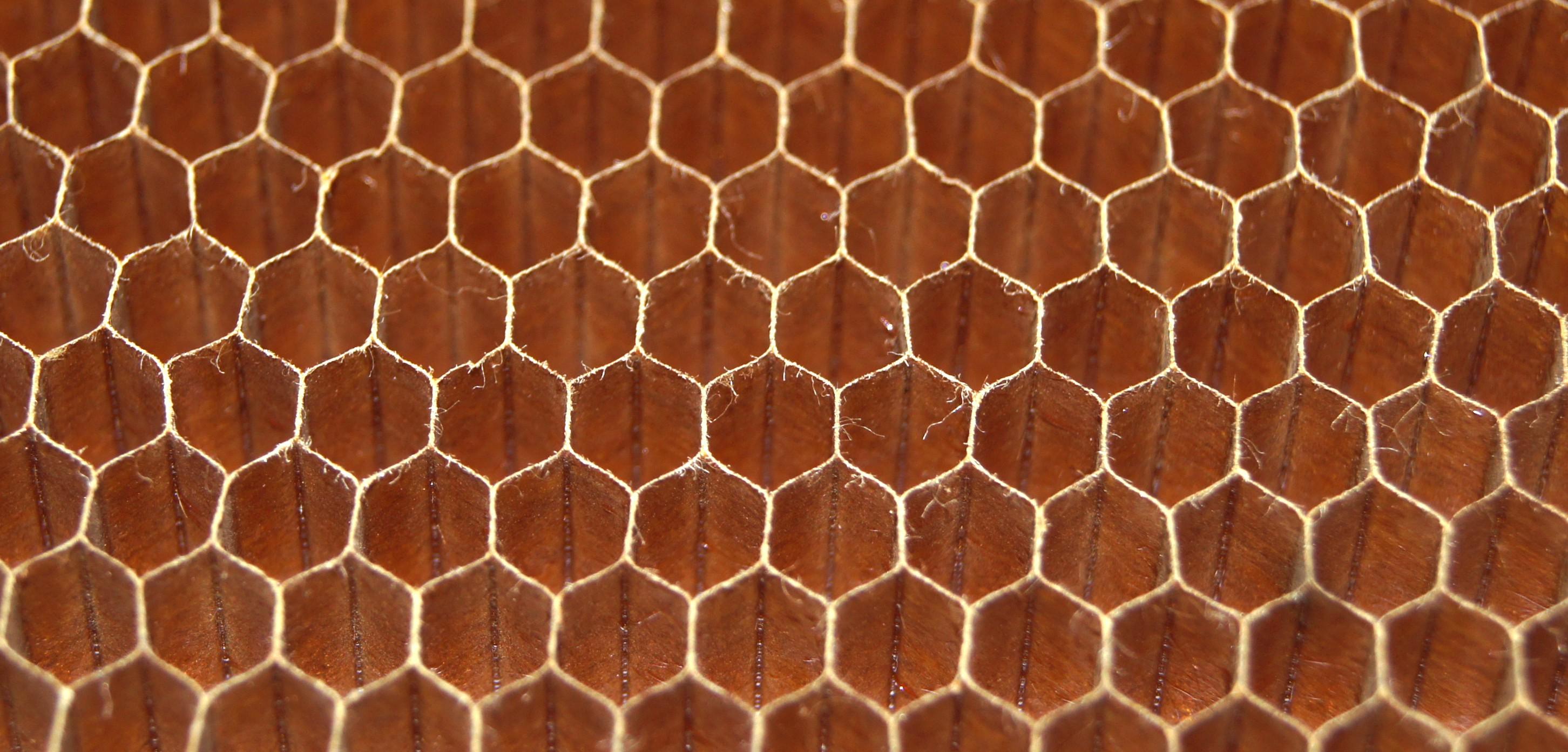 Nid d abeilles en kevlar euro composites for Carrelage nid d abeille